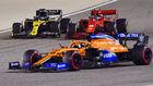 Carlos Sainz, tras adelantar a Ricciardo y Leclerc, en el GP de...