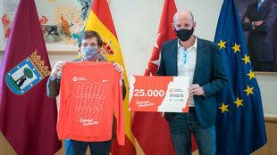 El alcalde de Madrid, J. L. Martínez-Almeida, y G. Riquelme,...