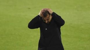 Diego Martínez lamenta una ocasión fallada.