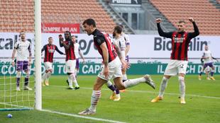Alessio Romagnoli abrió el marcador para el Milan ante la Fiorentina....
