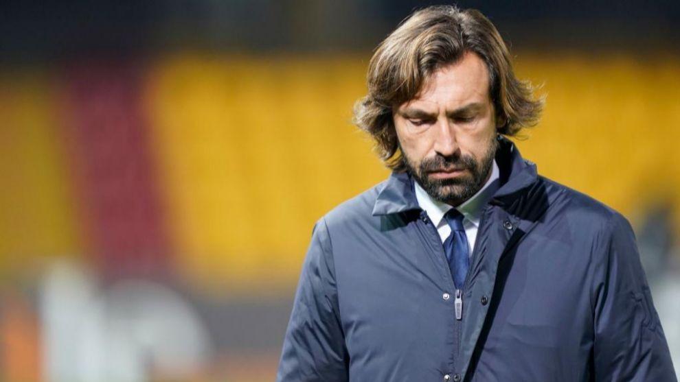 Andrea Pirlo cabizbajo durante el partido ante el Benevento
