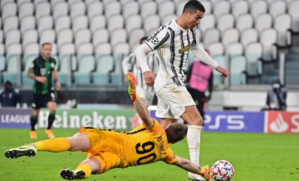 Cristiano Ronaldo ante el Ferencvaros
