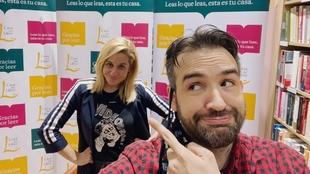 Henar Álvarez posando junto con Pablo Juanarena (Radio MARCA)