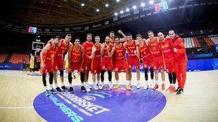 La selección forma en la pista tras su victoria ante Rumanía y su...