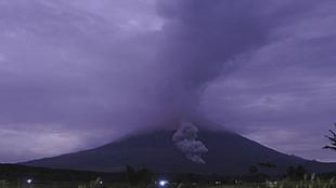 Hace erupción el volcán Semeru en Indonencia
