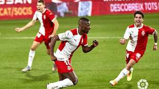 Mamadou Sylla, con Gumbau y Monchu detrás, celebra el gol que abría...