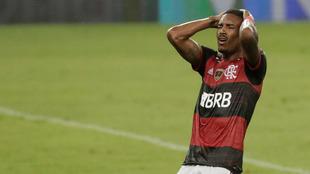 Vitinho se lamenta tras la eliminación del Flamengo