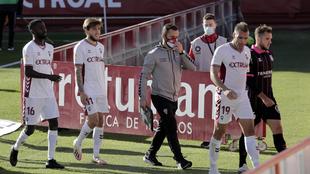 López Garai y jugadores en el partido de LaLiga SmartBank entre el...