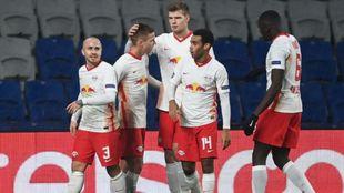 Los jugadores del Leipzig celebran el triunfo en Estambul