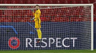 El meta sevillista Alfonso Pastor (20), en su debut en la Champions.