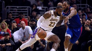 LeBron James ante Kawhi Leonard, en un Lakers-Clippers de la pasada...