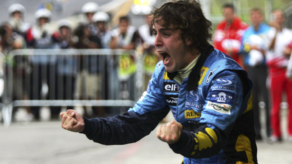 Fernando Alonso, eufórico tras ganar el su primer título de F1 en...