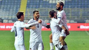 Los jugadores de Italia celebran el gol de Insigne.