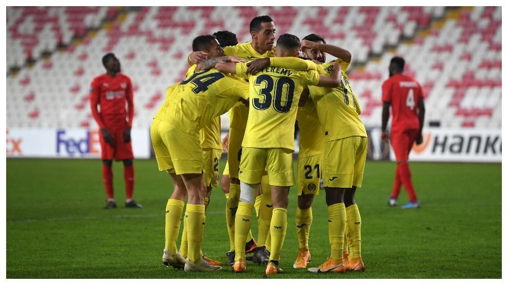 Los jugadores del Villarreal celebrando un gol contra el Sivasspor