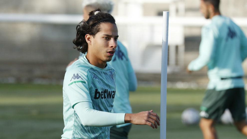 Diego Lainez, en un entrenamiento