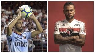 Juanfran Torres y Dani Alves, con la elástica del Sao Paulo.