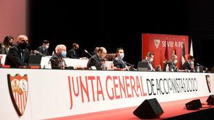 Presidente y consejeros en la Junta General de Accionistas 2020 del...