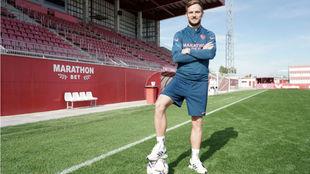 Ivan Rakitic posa para MARCA en la Ciudad deportiva.