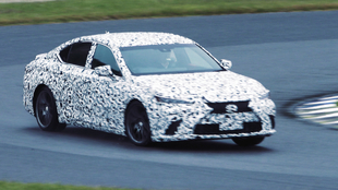Un Lexus híbrido muleto probando la tecnología Direct4.