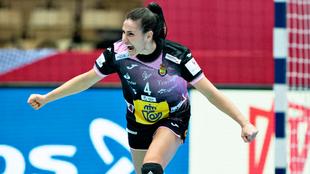 La capitana de la selección española, Carmen Martín, celebra uno de...