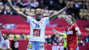 La francesa Beatrice Edwige celebra la victoria frente a Dinamarca /