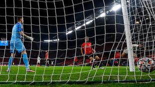En-Nesyri anota el primero de sus goles ante el Rennes.