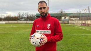 Dani Giménez, con un balón, en su primer entrenamiento con la UD...