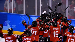 Sodomizaciones con sticks, el juego de la galleta... El horror en el hockey hielo canadiense