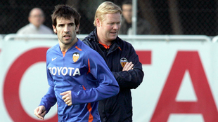 David Albelda y Ronald Koeman en un entrenamiento del Valencia en 2008