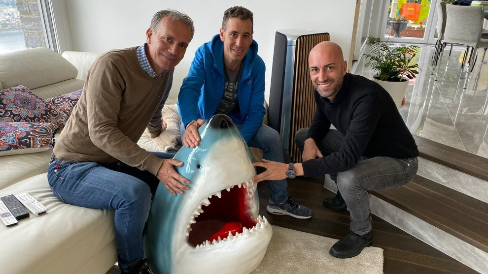 Vincenzo Nibali junto con Alex Carera, su agente