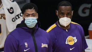 Anthony Davis y LeBron James, con mascarilla