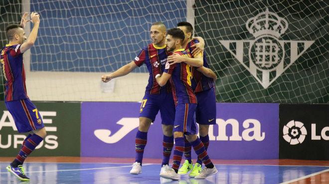 Adolfo celebra uno de sus goles ante el Betis.