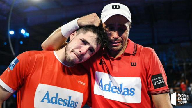 Agustín Tapia y Fernando Belasteguín celebran el título de...