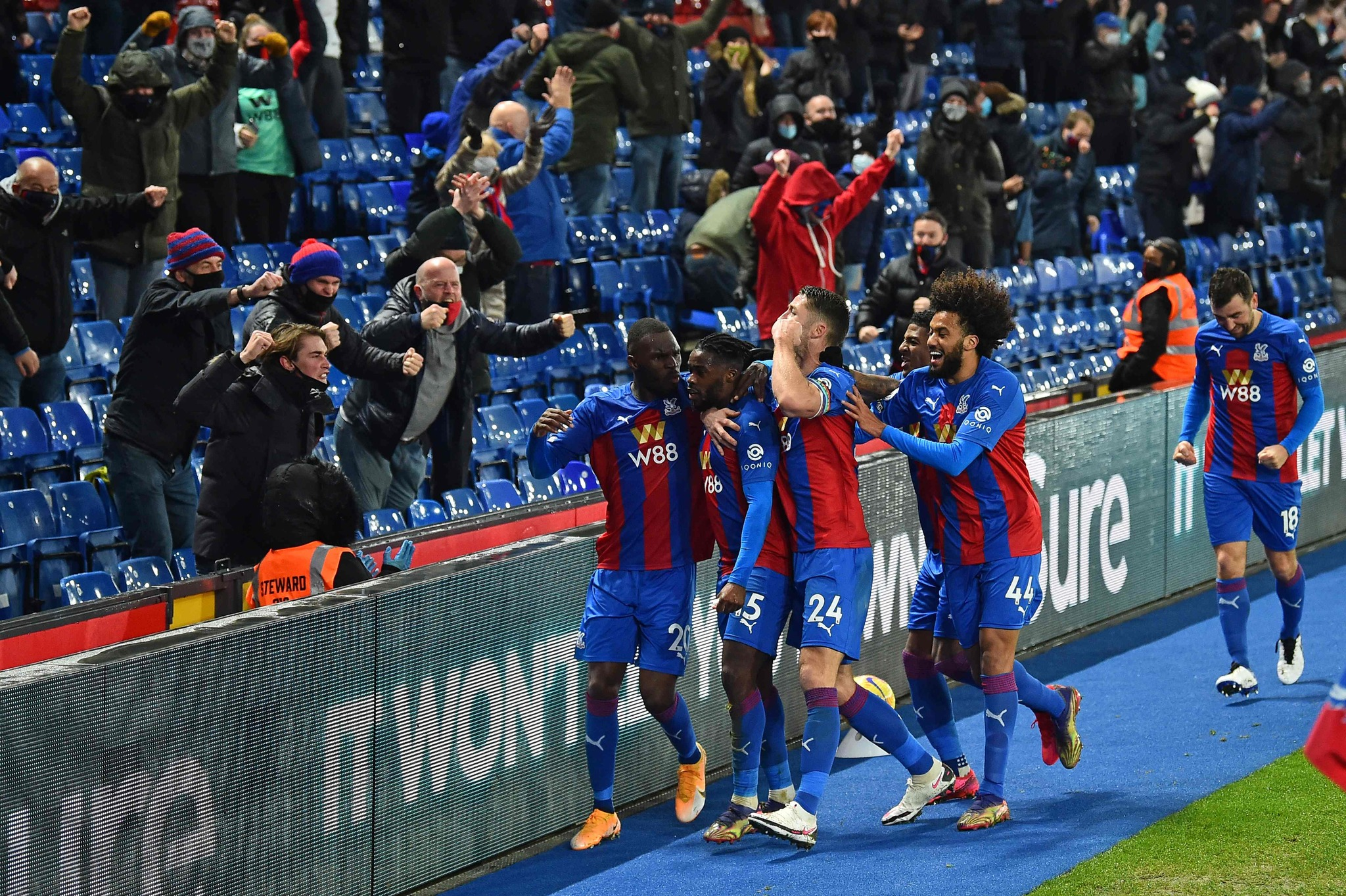 Crystal Palaces German midfielder Jeffrey Schlupp (C right) celebrates after scoring the equalising goal in front of the home supporters during the English Premier League football match between Crystal Palace and lt;HIT gt;Tottenham lt;/HIT gt; Hotspur at Selhurst Park in south London on December 13, 2020. (Photo by Glyn KIRK / POOL / AFP) / RESTRICTED TO EDITORIAL USE. No use with unauthorized audio, video, data, fixture lists, club/league logos or live services. Online in-match use limited to 120 images. An additional 40 images may be used in extra time. No video emulation. Social media in-match use limited to 120 images. An additional 40 images may be used in extra time. No use in betting publications, games or single club/league/player publications. /