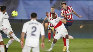 Saúl durante el partido ante el Real Madrid.