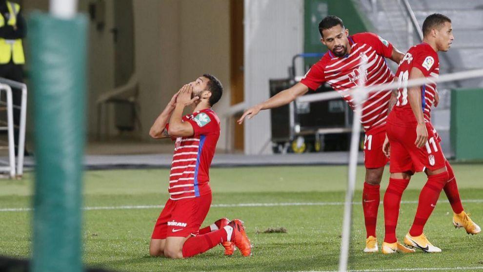 Luis Suárez celebra su gol ante el Elche.