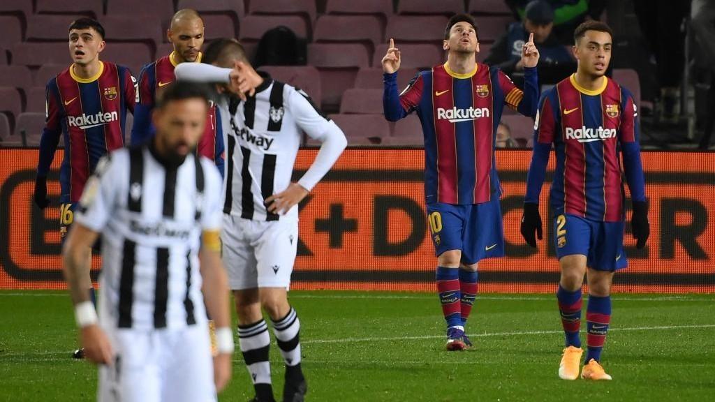 Messi celebra el gol que dio la victoria al Barcelona frente al...