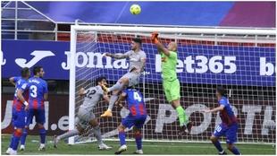 Imagen de archivo del Eibar-Athletic, un partido que se fijó para un...