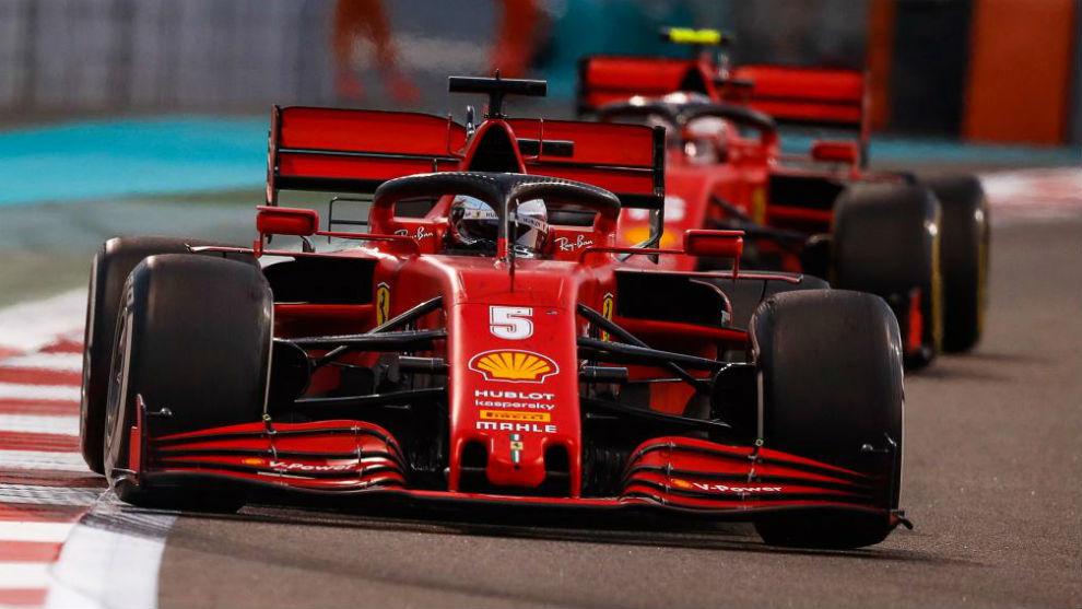 Vettel, seguido por Leclerc, en el inicio del GP de Abu Dabi 2020.