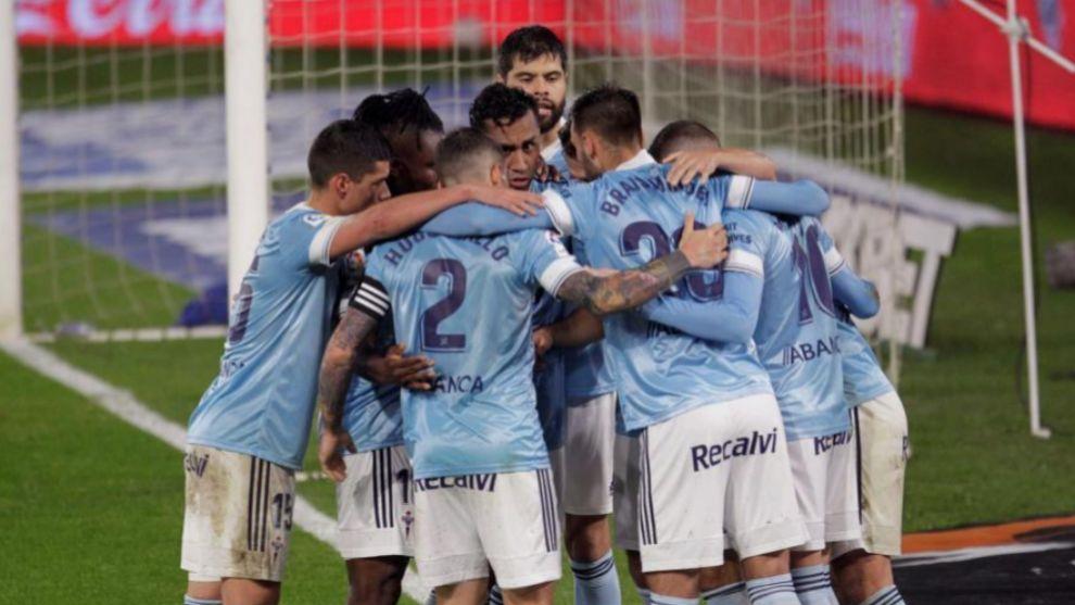 Los jugadores del Celta celebran un gol ante el Cádiz.