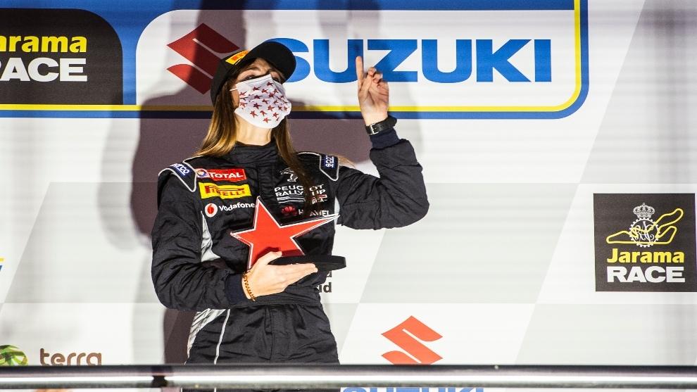 María Salvo en el podio del Circuito del Jarama.