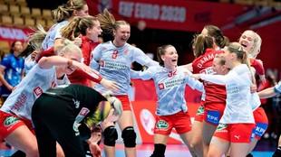 Las jugadoras danesas celebrando su clasificación para las...