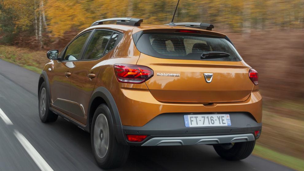 Las ópticas delanteras y traseras estrenan la nueva firma luminosa en forma de Y de Dacia.