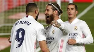 Ramos celebra el gol de Benzema en la última victoria de Liga ante el...