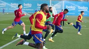 Los jugadores del Barcelona, durante una sesión de entrenamiento.