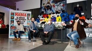 De izquierda a derecha: Pablo Parra, Pablo Juanarena, Tomás Fraga y...