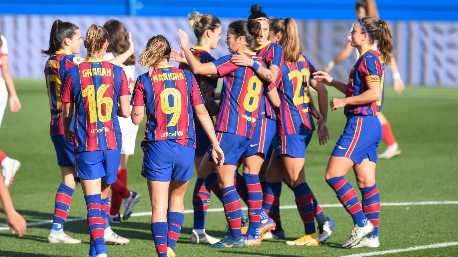 Las jugadoras del Barcelona celebran la victoria ante el Sevilla.
