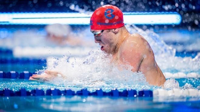 El bielorruso Shymanovich bate el récord mundial de 100 braza del británico Peaty
