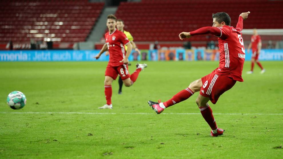 Lewandowski shows Bayer Leverkusen why he's The Best