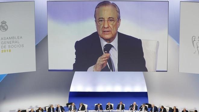 Florentino Pérez se dirige a los compromisarios en la Asamblea de...